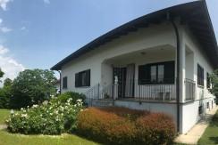 Villa  con terreno, box triplo e magazzino di 100 mq
