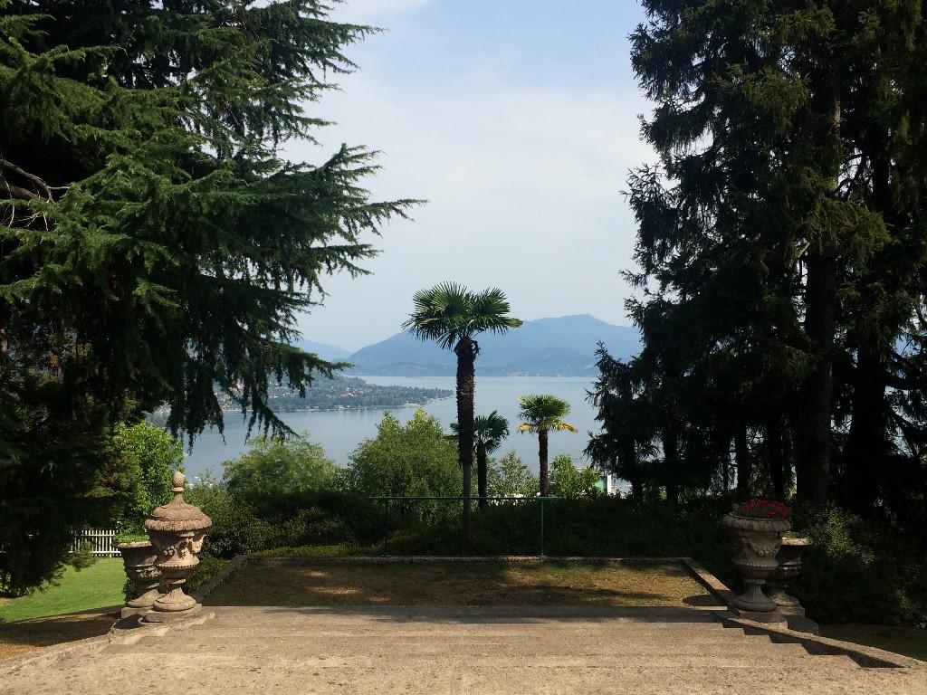 sulla collina di Arona, Bilocale con terrazze Vista Lago