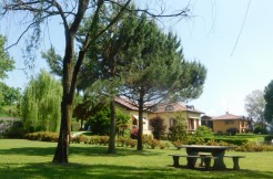 """Al """"Villa Paradiso"""" di Arona, appartamento con giardino privato e box"""