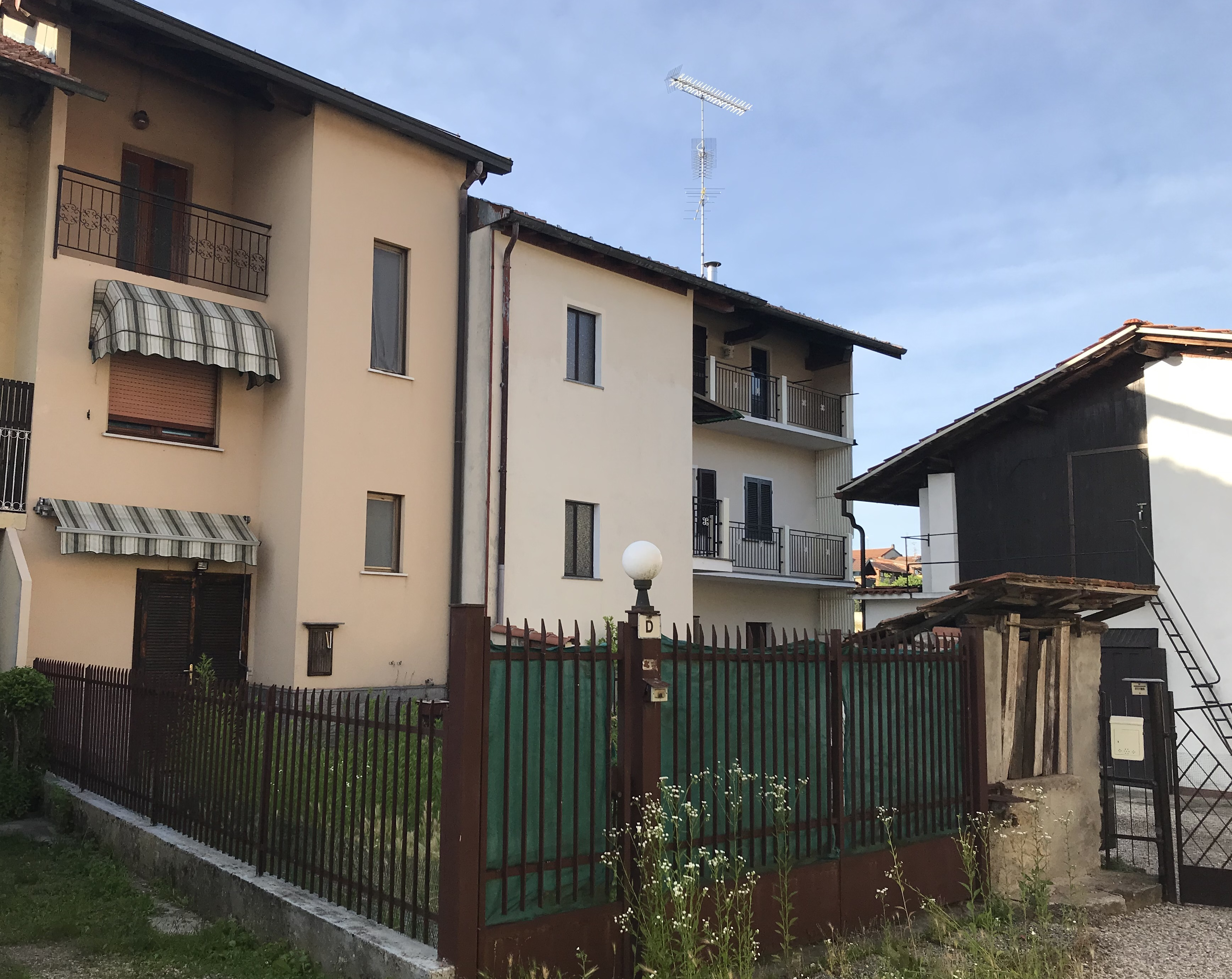 a Veruno, casetta a schiera con giardino privato