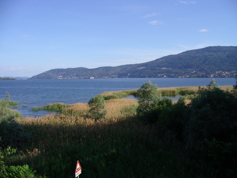 """in vendita l'antica """"Locanda Tre Ponti"""", affacciata sul Golfo di Stresa"""