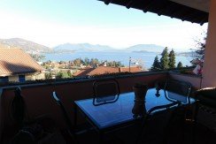 Villa singola dominante il Lago con suite in torretta, sala giochi e caveaux