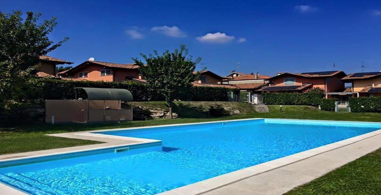 Villa indipendente con giardino in residenza con piscina