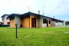 Al confine con Arona, Villa su piano unico pari al nuovo