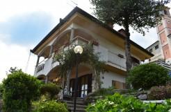 Villa singola con un'architettura unica dei suoi giardini