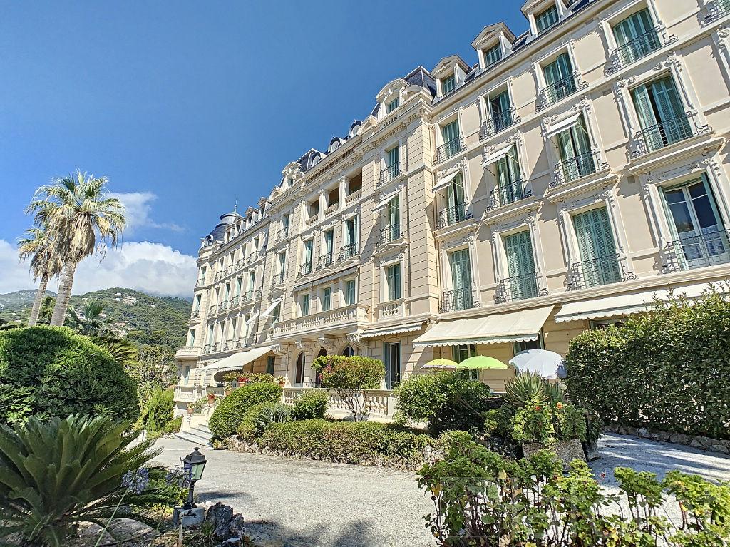 Nell'Hotel Alexandra di Mentone, esclusiva Torretta a cupola vista mare