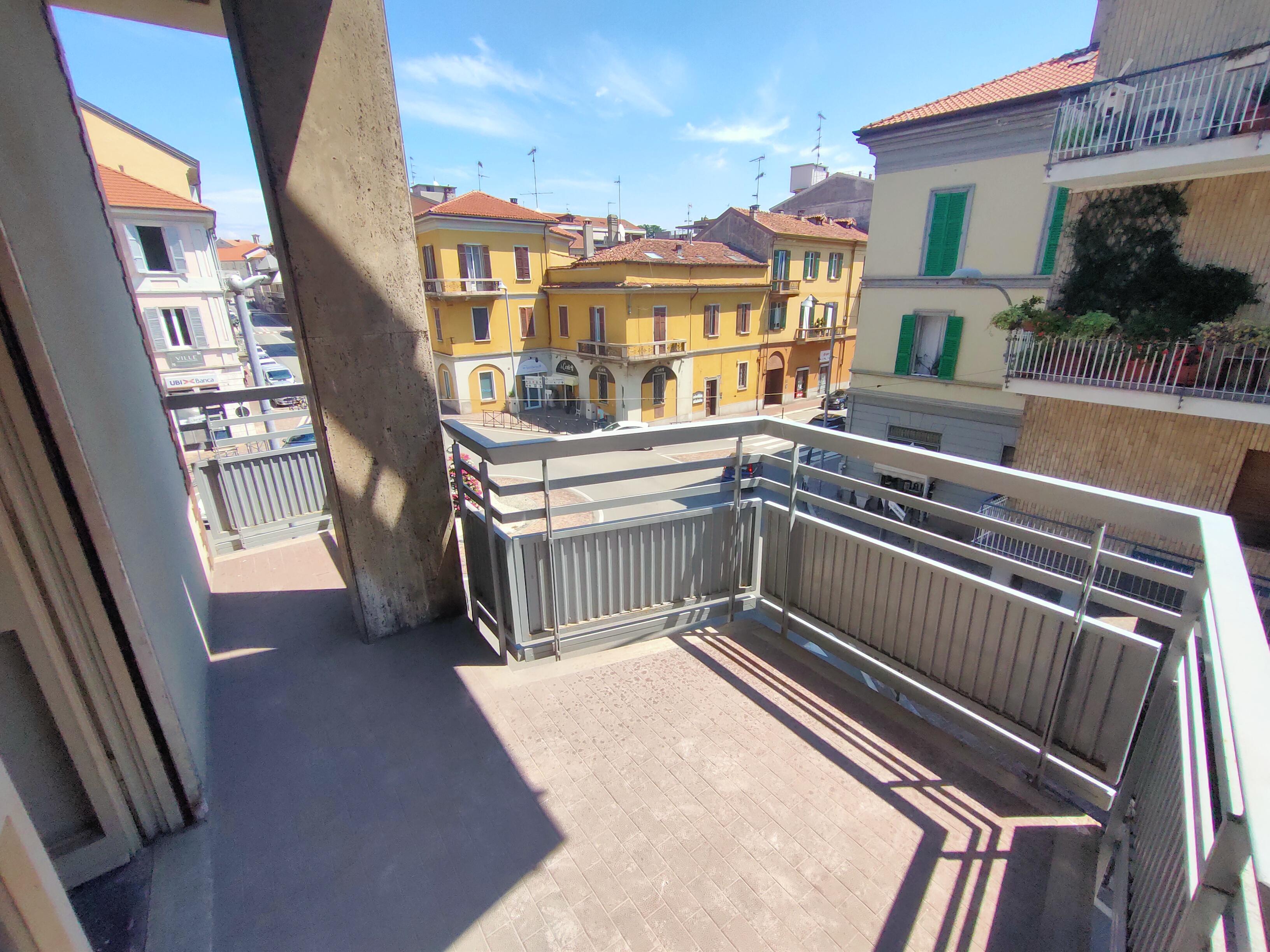 In pieno centro, appartamento NUOVO con terrazzo e veranda