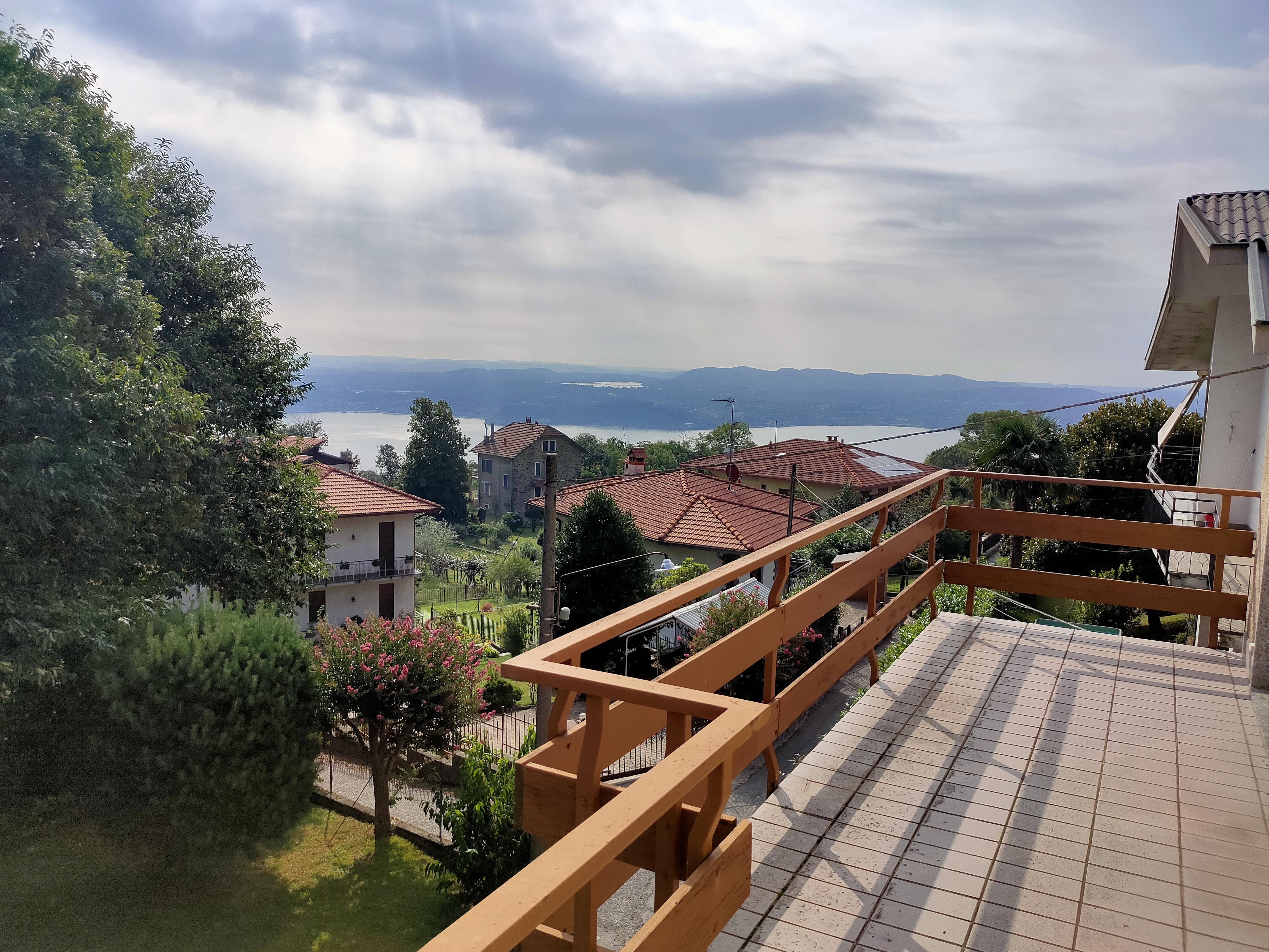Sulla collina di Lesa, Villa con Vista TRE Laghi