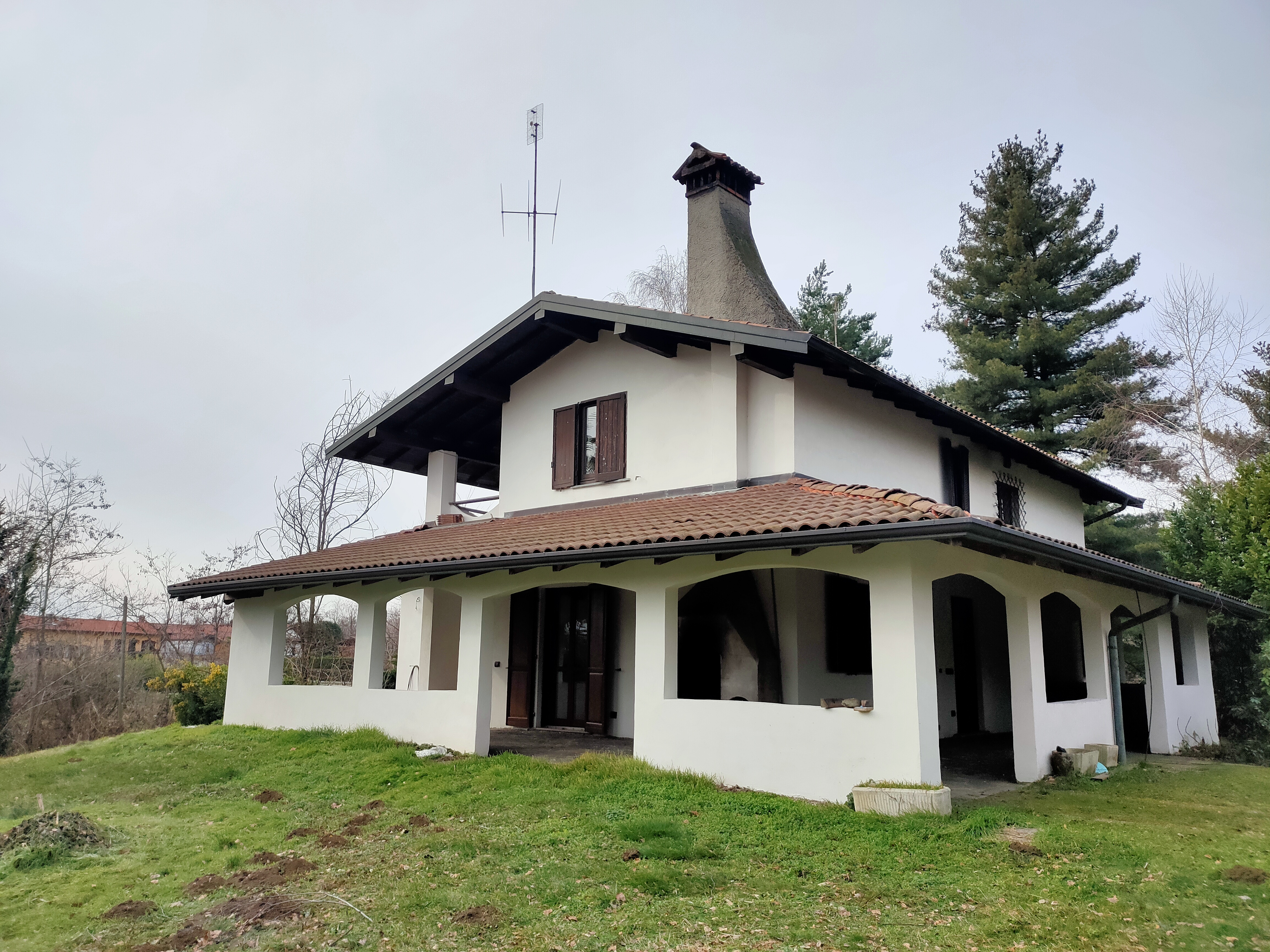 Villa Singola con grande loggiato ad archi